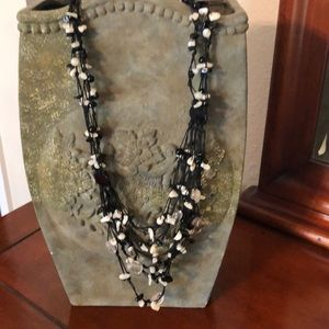 Jewelry - Black and white necklace